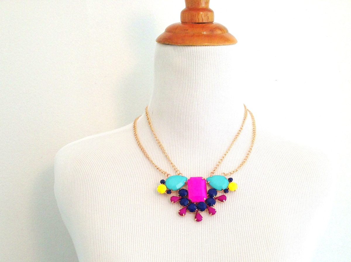 Multicolored acrylic rhinestone necklace