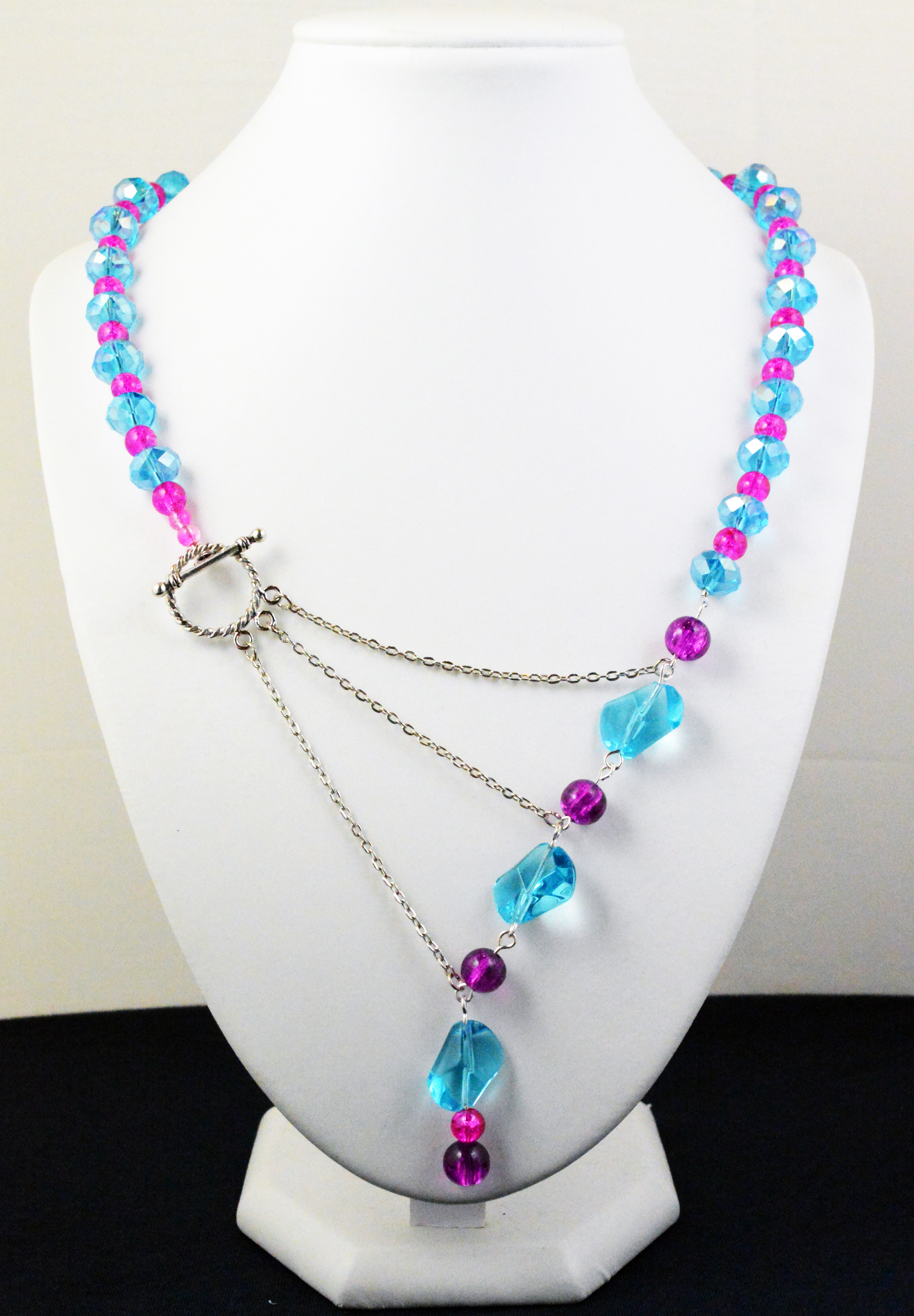 Bright and vibrant necklaces 036